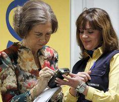 La reina Sofía visita las instalaciones de Correos