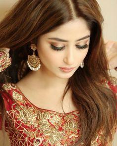 Pakistani Celebs In Red Cute Girl Photo, Girl Photo Poses, Girl Photos, Pakistani Bridal Makeup, Bridal Mehndi Dresses, Indian Bridal, Pakistani Models, Pakistani Actress, Pakistani Dresses