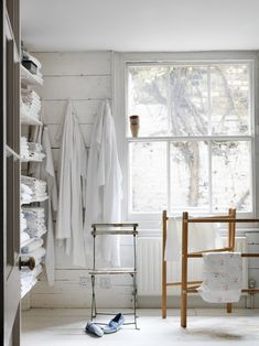 Required Reading: Living Beautifully by Cabbages and Roses founder Christna Strutt, Photograph by Simon Brown, shelves of bed linen, shabby . Interior And Exterior, Interior Design, Linen Storage, Mediterranean Homes, Tuscan Homes, Piece A Vivre, Home Living, Bathroom Inspiration, Smart Home