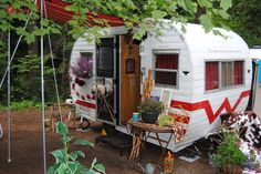 My vintage 1959 Winnebago camp trailer camping in Idaho Vintage Campers Trailers, Retro Campers, Cool Campers, Vintage Caravans, Camper Trailers, Tiny Trailers, Motorhome, Little Trailer, Gardens
