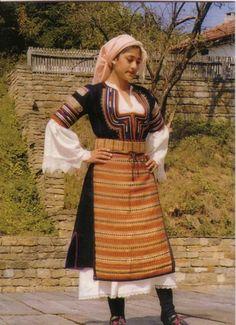 bulgaria_costumes_women_19th_century_kyustendil_sop