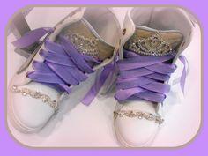 Χειροποίητα sneakers στολισμένα με γνήσιο δέρμα, κορώνες, κρυσταλλα και λιλά κορδόνια.  http://handmadecollectionqueens.com/