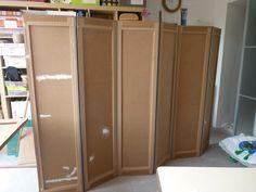 creacris: PARAVENT EN CARTON Cardboard Storage, Cardboard Paper, Cardboard Crafts, Recycled Paper Crafts, Upcycled Crafts, Cardboard Furniture, Diy Furniture, Diy Privacy Screen, Carton Diy