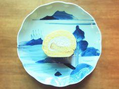 【チーズクリームロール】 プレーン生地のスポンジの中に、チーズクリームだけを入れた、シンプルで素朴なお味のロールケーキです。
