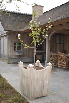 Belgian Pearls: Garden update and beautiful outbuildings