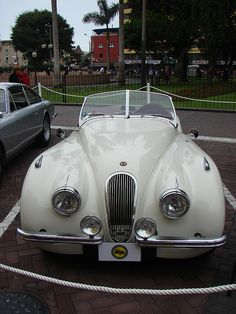 Miraflores - Autos Antiguos - 09 - Jaguar 1966 by Iván Utz, via Flickr