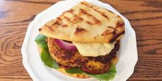 Sweet Potato Chickpea Patties with Curry Mayonnaise Recipes Burger Recipes, Vegetarian Recipes, Healthy Recipes, Chickpea Recipes, Meal Recipes, Recipies, Best Veggie Burger, Meatless Burgers, Vegetarian Main Dishes