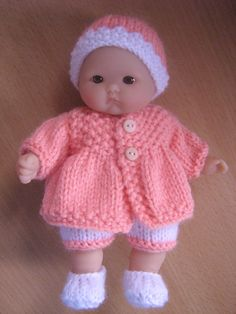 """Cute set knitted for a 5"""" Berenguer doll."""