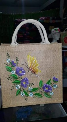 Fabric Painting On Clothes, Painted Clothes, Hand Painted Dress, Jute Crafts, Painted Bags, Jute Bags, Craft Bags, Flower Tattoo Designs, Paint Designs