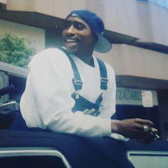 Tupac Shakur, 2pac, Black 90s Fashion, Tupac Videos, Tupac Pictures, Old Scool, Tupac Makaveli, True Legend, Hip Hop And R&b