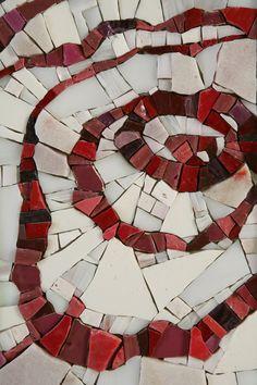 Fun circles on white and gray background. Mosaic Tile Art, Mosaic Pots, Mosaic Diy, Mosaic Garden, Mosaic Crafts, Mosaic Projects, Mosaic Glass, Art Projects, Mosaic Mirrors