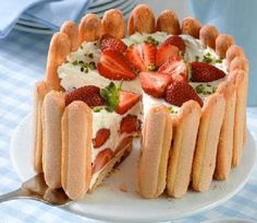Mascapones epertorta - strawberry cake with mascapone cheese (no cooking needed) Summer Desserts, No Bake Desserts, Just Desserts, Trifle Cake, Cheese Dessert, Sweet Tarts, Sweet And Salty, No Bake Cake, Sweet Recipes