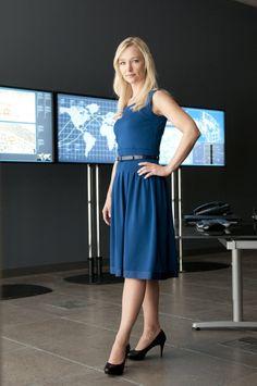 Joan Campbell (Kari Matchett) Joan wears some pretty nice dresses on Covert Affairs. Diane Farr, Covert Affairs, Beauty Youtubers, Dramatic Classic, Work Looks, Professional Women, Woman Crush, Beautiful Celebrities, Blue Dresses