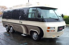GMC motorhome, utilized the Oldsmobile Tornado front wheel drive system. Motorhome Vintage, Gmc Motorhome, Vintage Rv, Vintage Trailers, Cabover Camper, Motorhome Interior, Bus Camper, Cool Campers, Rv Campers