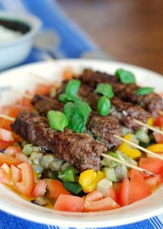 Espetinhos de carne moida com sabores orientais – Um favorito para tudo mundo