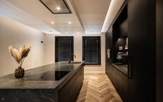 Zwarte keuken, van essen keukens, the art of living Happy New Home, Cuisines Design, Design Moderne, Common Area, Floor Design, Kitchen Styling, Interior Inspiration, Living Room Designs, New Homes