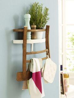 Upcycling: So wird aus einem Stuhl ein Küchenregal