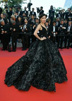 The Most Stunning Celebrity Red Carpet Looks From 2018 Elie Saab Couture, Valentino Couture, Michael Cinco Couture, Fairy Makeup, Mermaid Makeup, Makeup Art, Vera Wang Bridal, High Fashion Makeup, Ugly To Pretty