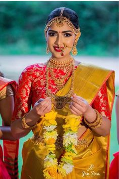 New south indian bridal lehenga blouse designs ideas South Indian Sarees, Indian Bridal Lehenga, Indian Bridal Makeup, Bridal Sarees, South Indian Weddings, South Indian Bride, Kerala Bride, Bridal Blouse Designs, Saree Wedding