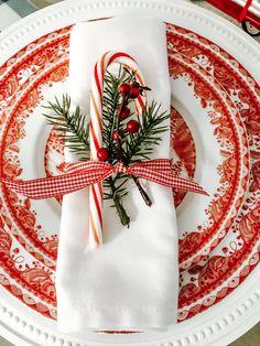 Southern Christmas, Merry Christmas To All, Christmas Scenes, Christmas Mood, Christmas Fashion, Green Christmas, Beautiful Christmas, Christmas Plates, Christmas Kitchen