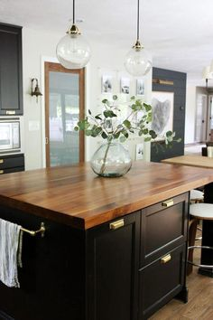 Find other ideas: Kitchen Countertops Remodeling On A Budget Small Kitchen Remodeling Layout Ideas DIY White Kitchen Remodeling Paint Kitchen Remodeling Before And After Farmhouse Kitchen Remodeling With Island Kitchen Decor Items, Kitchen Ideas, Kitchen Designs, Kitchen Tips, Kitchen Island Ideas Uk, Small Kitchen Islands, Kitchen Decorations, Kitchen Trends, Kitchen Accessories