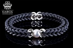KAIROS Kautschukarmband mit Tahiti-Perle This absolutely gorgeous armband features a high-grade Tahiti Pearl, Swarowski Crystals and a sterling silver clasp. Designed and manufactured in Switzerland. Tahiti, Freshwater Pearl Bracelet, Pearl Bracelets, Swarovski, Kairo, Jewelry Design, Designer Jewelry, Schmuck Design, City Chic