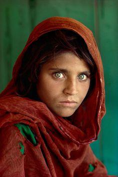 """Atrapados por la imagen: La mirada: Steve McCurry y su foto """"La muchacha af..."""