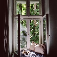 I would love to have a nook like this for reading