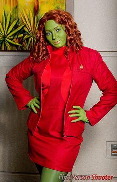 📡Unusual Star Trek cosplay in red. Star Trek Cosplay, Male Cosplay, Cosplay Girls, Cosplay Costumes, Star Trek Rpg, Film Star Trek, Star Trek Ships, Star Wars, Star Trek Bridge
