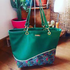 Sac Samba en simili vert et tissu coloré cousu par La Parzycherie - Patron Sacôtin