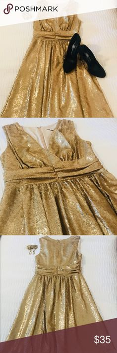 Eva Mendes - Gold cocktail dress. XS Eva Mendes - Gold cocktail dress. XS (I wear a small/2 and it fit perfect). Stunning dress and very flattering. I wore this twice, once to my daughters wedding rehearsal dinner and once to a Gala. Excellent condition. Dresses
