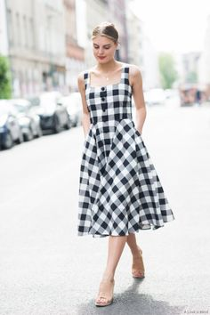 Gingham trend is not something very new but it becomes trend again and again. Here are some stylish outfit ideas for spring. Berlin Fashion, Cool Street Fashion, Look Fashion, Fashion Tips, Fashion Ideas, Fashion Quotes, Fashion Design, Fashion Trends, Looks Plus Size
