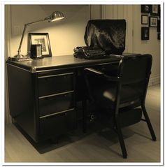 Retro Peacock ∗ How to Restore a Tanker Desk for your 1950s Retro Office