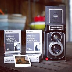 Photographer: IG@candeeland_de | Camera: InstantFlex TL70 2.0 | TL70Lookout | Instant | camera | viewfinder | TLR | twin lens | black and white | family | Fujifilm | instax mini | monochrome