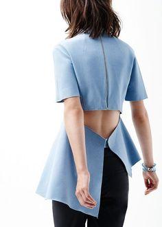 Top asymétrique Gayeon Lee : http://www.lhabibliotheque.com/fr/product/-/top-plisse-asymetrique