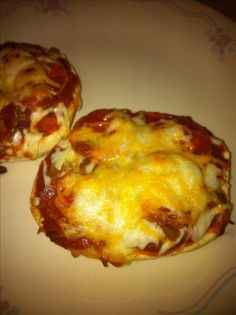 Pizza bagels..SUPER EASY..my kind of dinner :) Recipe on easy dinners board