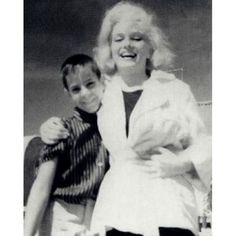 Rare picture of Marilyn and a fan on the set of Some Like It Hot, 1958️ #marilymmonroe #marilyn ...