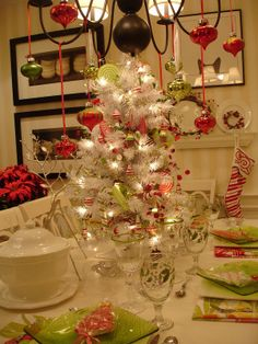 Around the House: A CHEERY LITTLE CHRISTMAS LUNCH   Love!