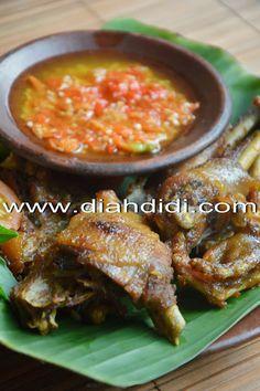 Diah Didi's Kitchen: Ayam Goreng Bogor Plus Sambal Korek Asian Recipes, Healthy Recipes, Ethnic Recipes, Diah Didi Kitchen, Indonesian Cuisine, Indonesian Recipes, Malay Food, Malaysian Food, Food Inspiration