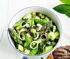 Asparagus and vegetable salsa - Parsa-vihannessalsa, resepti – Ruoka. Vegetarian Recepies, Asparagus Recipe, Pickles, Sprouts, Cucumber, Salsa, Vegetables, Recipes, Food