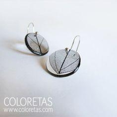Black leaf earrings with sterling silver hook - Pendientes hoja black con gancho de plata de ley Resin Jewelry, Jewelry Art, Beaded Jewelry, Jewellery, Cute Earrings, Leaf Earrings, Stylish Jewelry, Cute Jewelry, Epoxy Resin Art