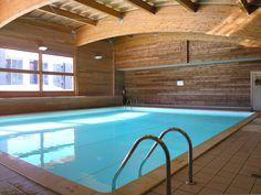 Espace détente : autre angle de vue de la piscine intérieure chauffée de la résidence Mona Lisa - L'Ecrin des Neiges, Chamrousse