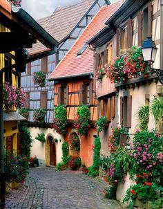 Alsace, France UNA HERMOSURA DE CALLE, ES POESÍA PURA.