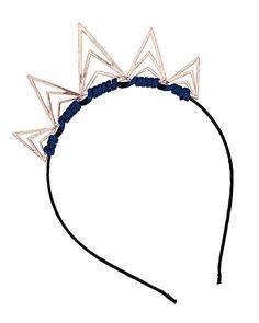 Estilo real: las coronas que te convertirán en la reina más chic Diadema de triángulos art deco, Topshop.  http://www.glamour.mx/moda/articulos/coronas-florales-joyas-accesorios-cabello/1550
