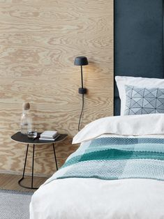Scandinavian interior decor inspiration from Muuto: Hand-woven in multiple hues of the same color, the Loom throw has a simple geometric pattern that creates a pleasant and welcoming addition to any bed, sofa or living space. Scandinavian Living, Scandinavian Design, Coffee In Bed, Plywood Walls, Minimal Bedroom, Muuto, Design Bestseller, Black Lamps, Design Studio