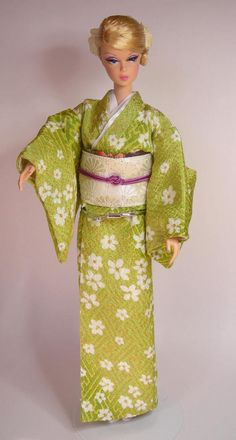 Etsy のdoll kimono handmade green kimono set for Silkstone Barbie dolls and similar dolls(ショップ名:DollsLoveKimono)