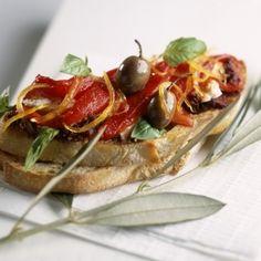 Recette de Tartine de filet de rouget sur tapenade avec Pelletier®