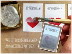 DIY-Rubbelkarte:  1 Teil Spüli, 2 Teile Acrylfarbe, 3x auftragen auf breiten Streifen Tesafilm