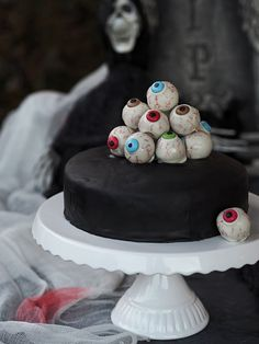 Halloween Torte, Halloween Ideas, Cakepops, Cupcakes, Snacks, Fondant, Food And Drink, Sweet Stuff, Desserts