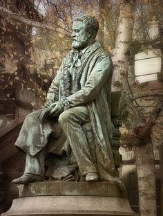 Victor Hugo grave at Père Lachaise Cemetery, Paris, France Famous Sculptures, Sculptures For Sale, Victor Hugo, Bronze Sculpture, Lion Sculpture, Pere Lachaise Cemetery, Famous Graves, Outdoor Sculpture, Sculpture Garden
